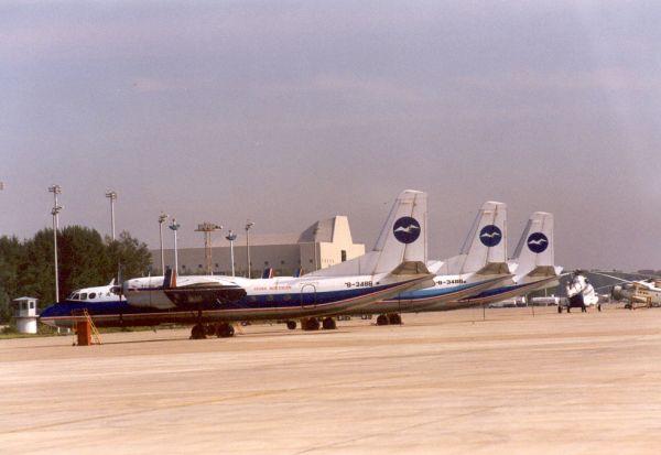 飞机外,仅有2架里-2运输机,经营哈尔滨-长春-沈阳,哈尔滨-佳木斯2条